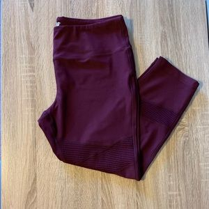 Burgundy 3/4 ankle leggings with design